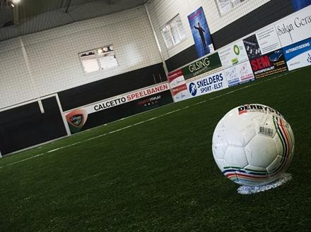 Indoor soccer aerofitt, voetbal, voetbalteamuitje, uitje, Gelderland, teambuilding, sport, didam